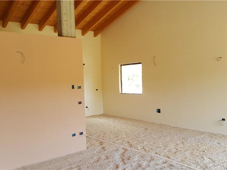 Nuova villa in calce e canapa, classe passiva